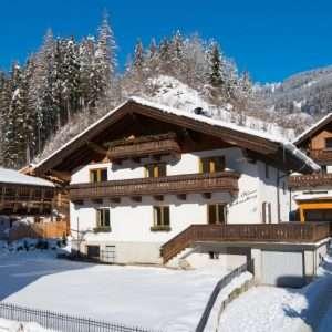 Haus Schneeberg im Winter, Mühlbach am Hochkoeing