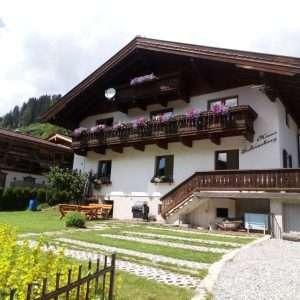 Haus Schneeberg im Sommer, Mühlbach am Hochkoenig