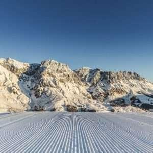 Skifahren am frühen Morgen Hochkoenig