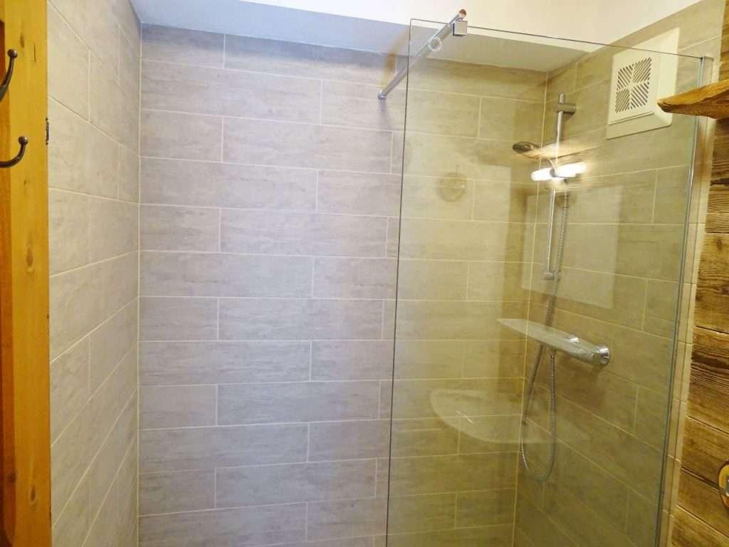 Haus Schneeberg, Hochkeil bathroom shower
