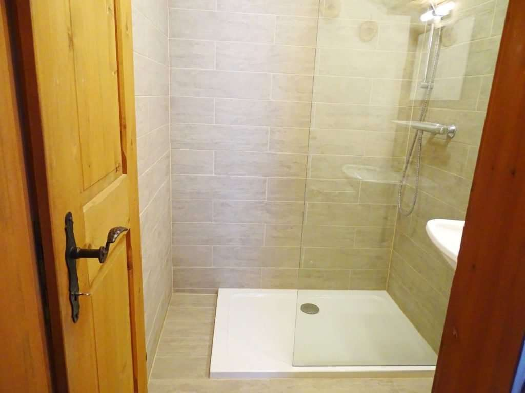 Haus Schneeberg, Hochkeil Apartment shower